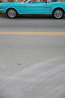hellblauer sportwagen - p6270194 von bobsairport