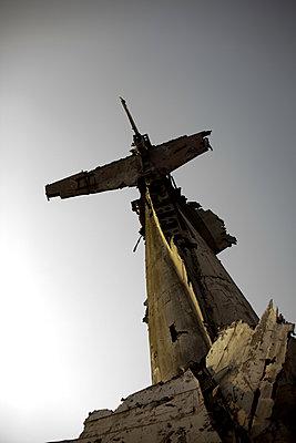 Abgeschossenes militaerflugzeug, militaermuseum hanoi - p627m1035209 von Chris Keller