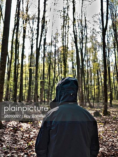 Unbekannter im Wald - p8260027 von Roy Botterell