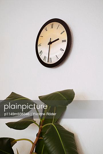 Clock - p1149m938346 by Yvonne Röder