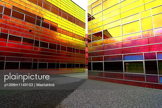 Regenbogenfassade - p1268m1149103 von Mastahkid