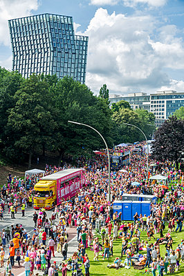 Schlagermove carneval of the north in Hamburg - p229m1461317 by Martin Langer