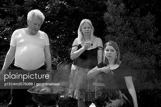 Family BBQ - p1514m2076088 von geraldinehaas
