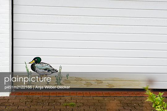 p451m2122166 by Anja Weber-Decker