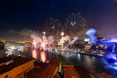 Fireworks at riverside, Porto, Portugal - p300m2119667 by Christina Falkenberg