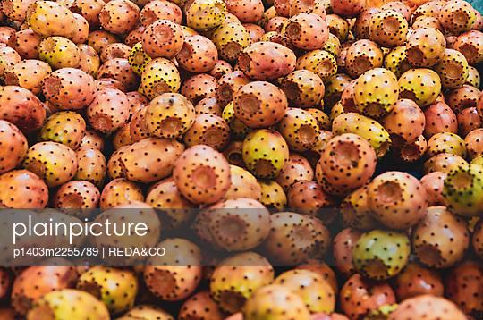 plainpicture - plainpicture p1403m2255789 - Prickly pears, street marke... - plainpicture/Universal Images Group/REDA&CO