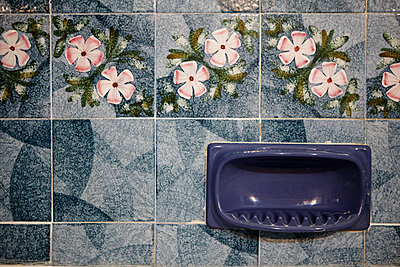 Blaues Badezimmer - p415m1586105 von Tanja Luther