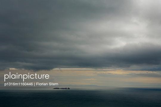 Blick über den Atlantik von den Klippen von Croaghaun, Achill Head, Achill Island, County Mayo, Westkueste, Irland, Europa - p1316m1160446 von Florian Stern