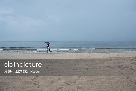 Germany, Mecklenburg-Vorpommern, Baltic seaside resort Binz, Beach walk in the rain  - p1354m2277832 by Kaiser
