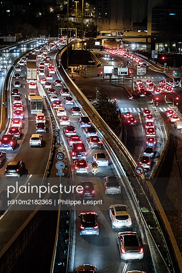 France, Motorway in Lyon at night - p910m2182365 by Philippe Lesprit