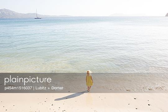 By the sea  - p454m1516037 by Lubitz + Dorner