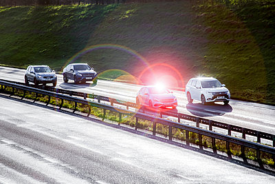 Cars driving down a main highway on a bright autumn morning. - p1057m1511790 by Stephen Shepherd