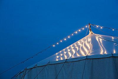 Zirkuszelt - p1057m934478 von Stephen Shepherd