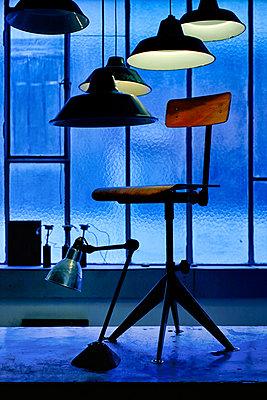 Stühle und Lampen - p1553m2141591 von matthieu grospiron