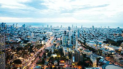Tel Aviv - p416m1497980 von Jörg Dickmann Photography
