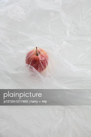 Apfel Unter Folie - p1212m1217460 von harry + lidy