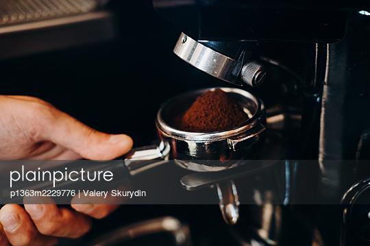 Barista makes espresso - p1363m2229776 by Valery Skurydin