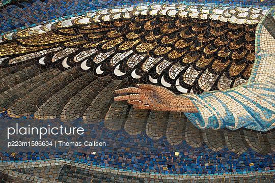 Mosaik mit segnender Hand - p223m1586634 von Thomas Callsen