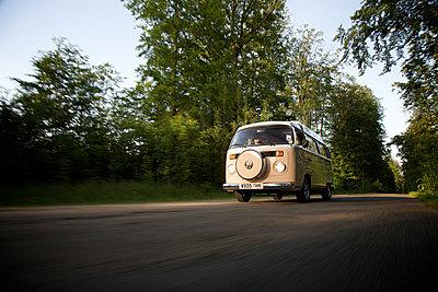 Retro-camper - p1980148 by David Breun