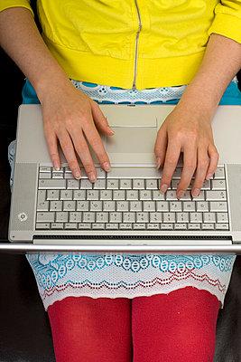 Frau mit Laptop - p3040668 von R. Wolf