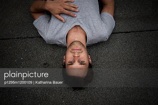 Junger Mann - p1295m1200109 von Katharina Bauer