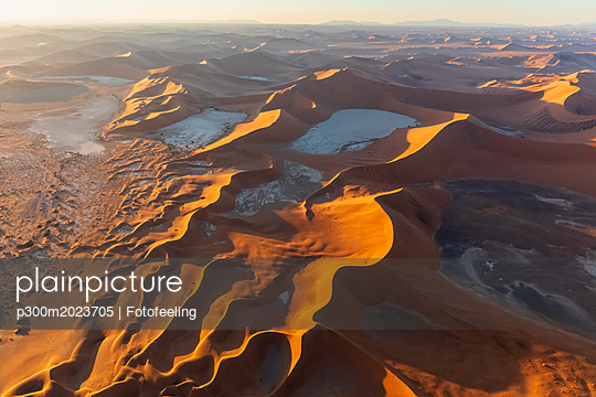 Africa, Namibia, Namib desert, Namib-Naukluft National Park, Aerial view of desert dunes, Dead Vlei and 'Big Daddy' in the morning light - p300m2023705 von Fotofeeling