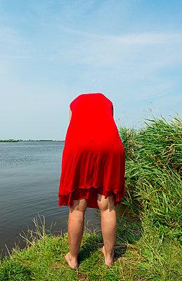 Red dress - p1132m931858 by Mischa Keijser