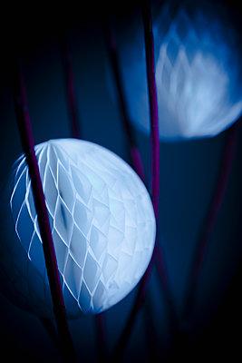 Honeycomb balls - p1149m1492899 by Yvonne Röder