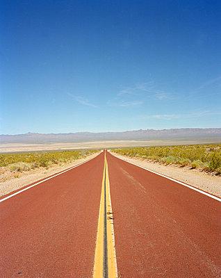 Straße in Arizona - p1294m1201533 von Sabine Bungert
