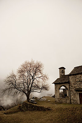 Old house in Switzerland - p2480304 by BY