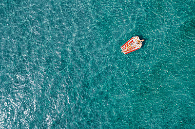 Woman on air mattress in the sea, drone photography - p713m2289225 by Florian Kresse