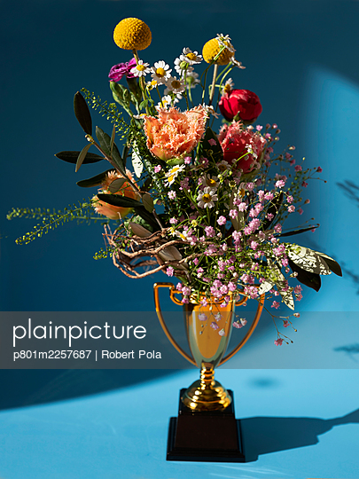 Trophy cup with flower bouquet - p801m2257687 by Robert Pola