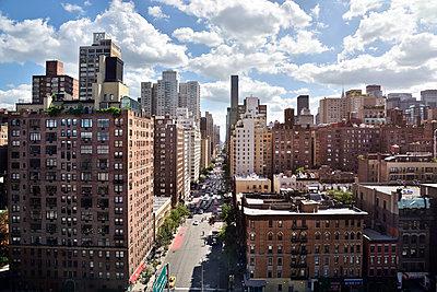 Straßenschlucht in Manhattan - p1475m1541489 von Christian Götting