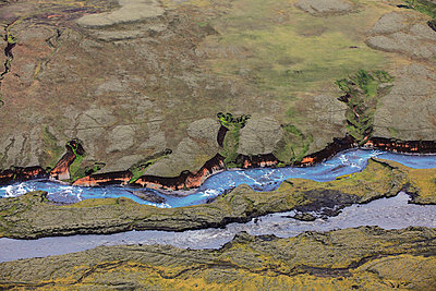 Aerial view of meandering river, Landmannalaugar, Iceland - p1026m992043f by Romulic-Stojcic