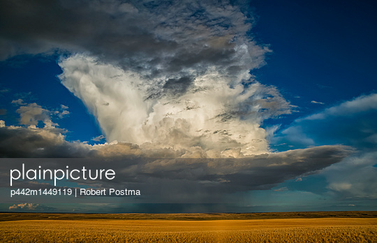 Large thunderstorm storm cell over the prairies; Saskatchewan, Canada