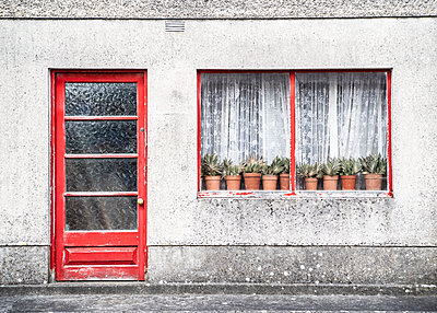 Ireland, Craughwell, House facade with window - p1082m2283392 by Daniel Allan