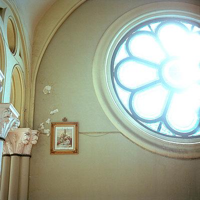 Rosettenfenster - p949m658180 von Frauke Schumann