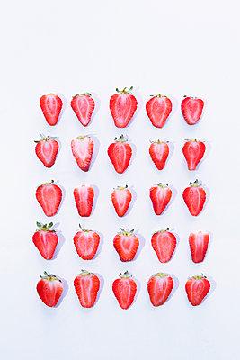 Strawberries - p1149m2098900 by Yvonne Röder