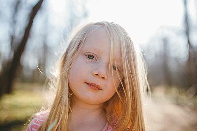 Portrait of blonde girl - p1238m1538388 by Amanda Voelker