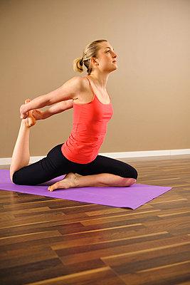 Woman doing yoga - p31227374f by Hans Berggren