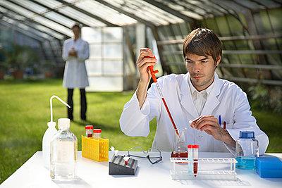 Labor im Gewächshaus - p3210246 von Thorsten Rother