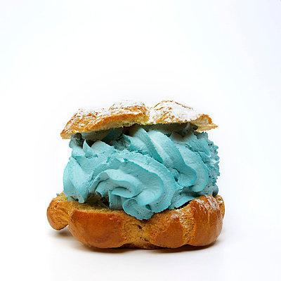 Cream puff blue - p8130207 by B.Jaubert