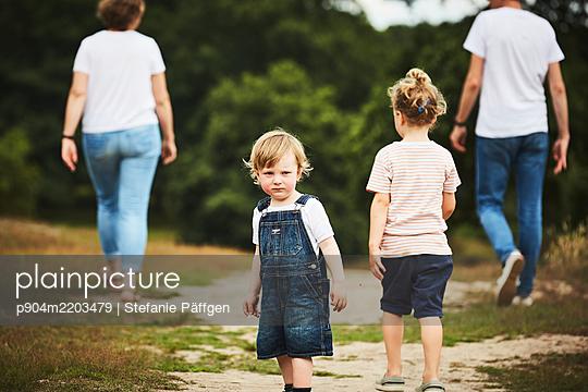 p904m2203479 by Stefanie Päffgen