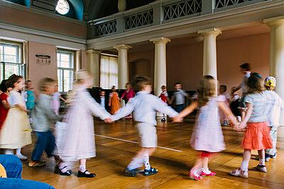 Tanzende Kinder - p1085m987297 von David Carreno Hansen