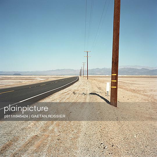 Pylon - p911m945424 by Gaëtan Rossier