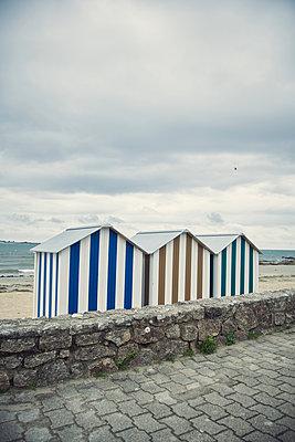 Umkleidehäuschen am Strand - p1198m2291803 von Guenther Schwering