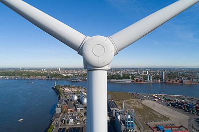 Deutschland, Windenergie in Hamburg - p1079m2157692 von Ulrich Mertens