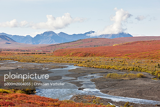 USA, Alaska, Denali National Park, Alaska Range in autumn - p300m2004055 von Christian Vorhofer