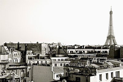 View of Rooftops with Eiffel Tower in Background, Paris, France - p694m872657 by Ainsley Kellar