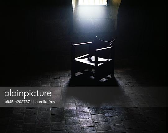 Old chair - p945m2027371 by aurelia frey